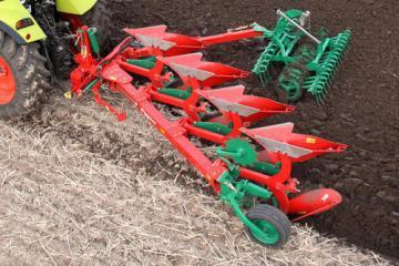Kverneland EM mounted reversible plough