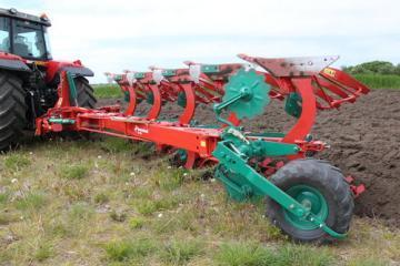 Kverneland LD mounted reversible plough
