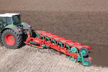 Kverneland LO mounted reversible plough