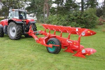 Kverneland PN semi-mounted reversible plough