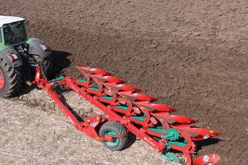 Kverneland PG semi-mounted reversible plough