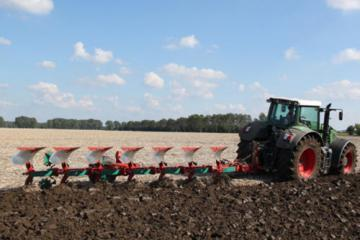 Kverneland RG semi-mounted reversible plough