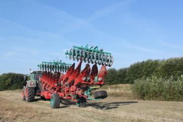 Kverneland PW semi-mounted reversible plough