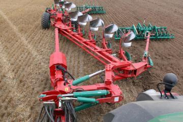 Kverneland RW semi-mounted reversible plough