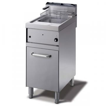 Giga Emme 7 M7F4G Gas fryer on cabinet closed by a shutter door