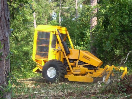 Kut Kwick Brush Master brush clearing slope mower