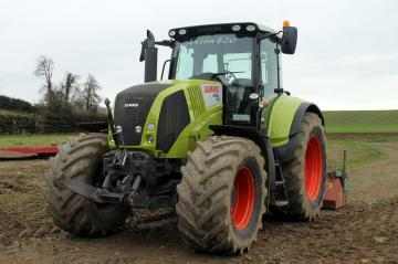 CLAAS Axion 820 Farm Tractor