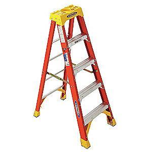 Werner 5 ft. 300 lb. Load Capacity Fiberglass Stepladder