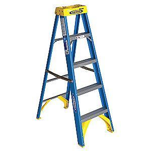 Werner 5 ft. 250 lb. Load Capacity Fiberglass Stepladder